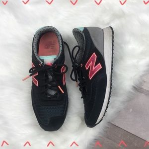 New Balance Black, pink and gray tennis shoes 6.5
